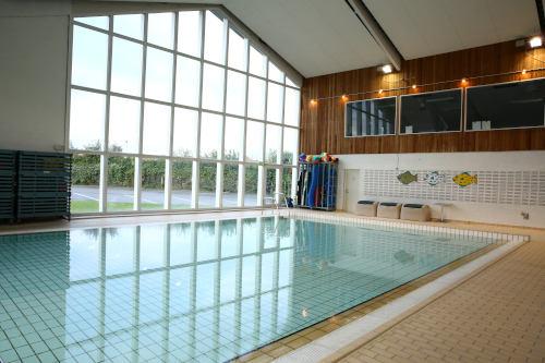 Varmtvandsbassin til babysvømning