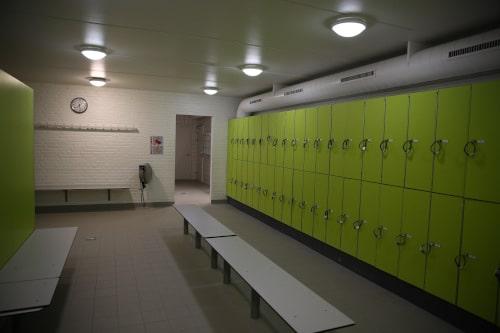 Omklædningsfaciliteter i Strib Svømmehal