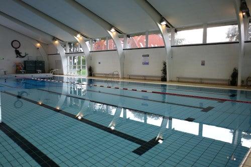 Bassin til svømning, leg og udspring i Middelfart