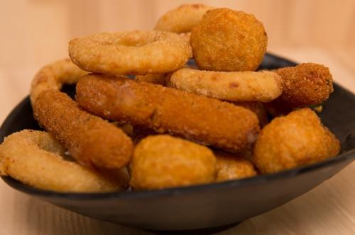 Mozzarella sticks og onion rings lige til at dele